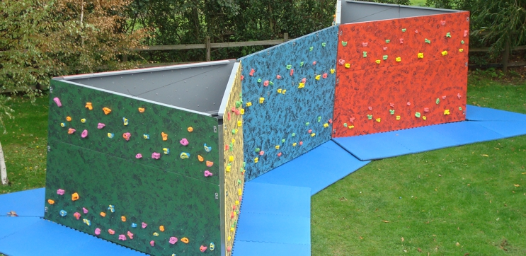 HIGHLINE MOBILE BOULDERING WALLS